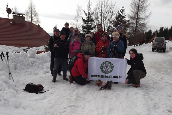 wspólne zdjęcie z członkami TJ Sokół Czeski Cieszyn przed chatą Kamenity