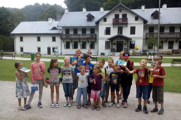najmłodsi uczestnicy wycieczki zostali Przyjaciółmi Ojcowskiego Parku Narodowego