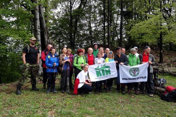 wspólne zdjęcie członków PTT O/Bielsko-Biała i KTW PTTK z przedstawicielami Klubu Słowackich Turystów Lietawska Luczka