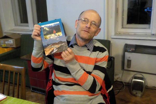 Leszek Bartołd prezentuje swoją książkę