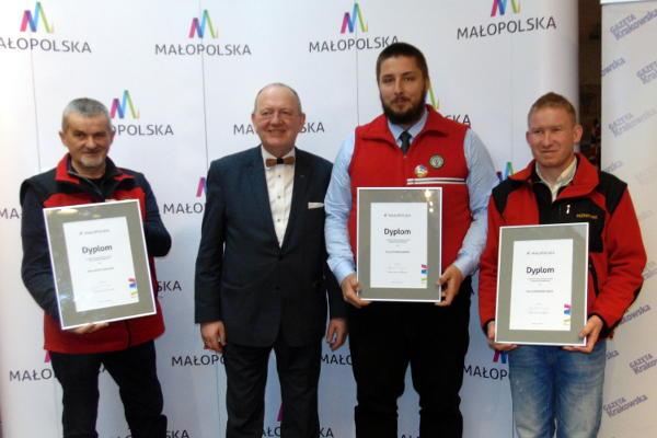 od lewej: Józef Haduch (O/Chrzanów), Leszek Zegzda – członek Zarządu Województwa Małopolskiego, Szymon Baron (O/Bielsko-Biała) i Aleksander Jarek (O/Nowy Sącz)